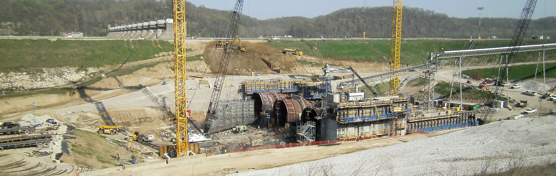 Geotechnology engineers working at Cannelton Hydroelectric project site